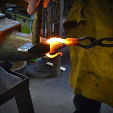 learn-to-shape-metal-thumb