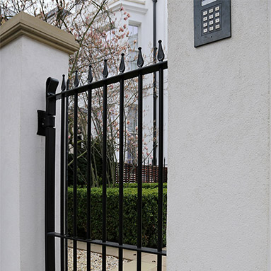 small-metal-gate-thumb